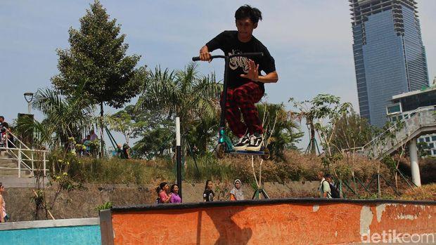 Aksi salah seorang freestyler di Sudirman.