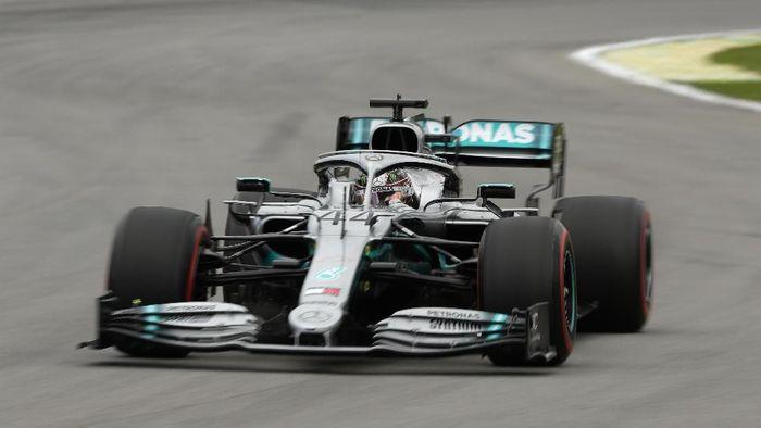 Lewis Hamilton mencatatkan waktu terbaik di FP3 GP Brasil (Foto: Robert Cianflone/Getty Images)