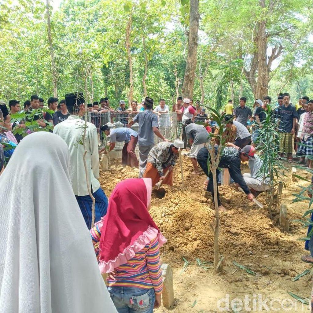 2 Pekerja Double Track Bogor-Sukabumi yang Tewas Dimakamkan di Grobogan