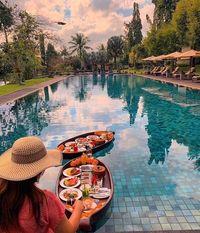 Sarapan Sultan 'Floating Breakfast' yang Ikonik dari Pulau Dewata