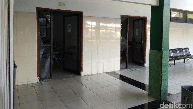 Ruang kuliah di kampus UMI Makassar dirusak, Senin (18/11/2019)