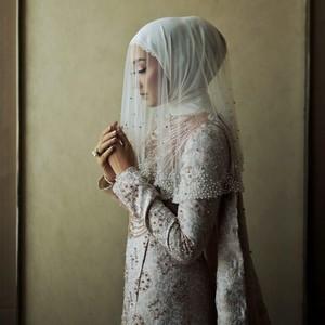 Foto: Penampilan Anggun Dian Pelangi di Pernikahannya dengan Sandy Nasution