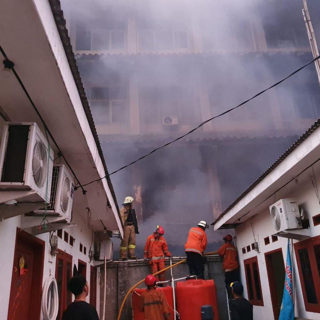 Loncat dari Gedung, 14 Korban Kebakaran di SMK 6 Yadika Bekasi Patah Tulang