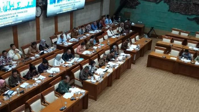 OJK rapat bareng Komisi XI DPR