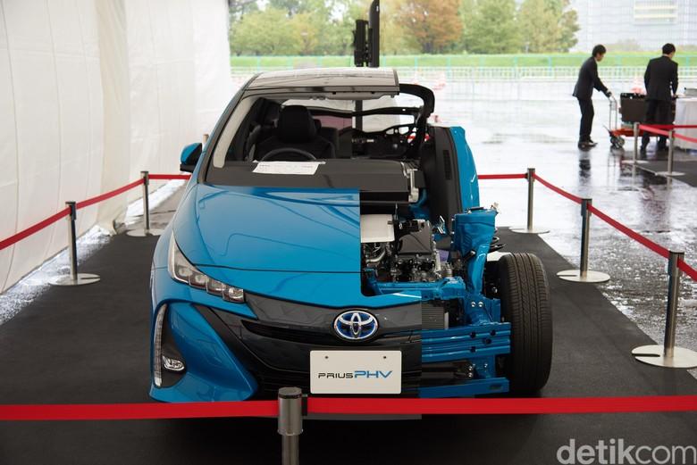Jeroan Mobil Toyota Prius dan Mirai dipamerkan di Tokyo 20 Oktober 2019