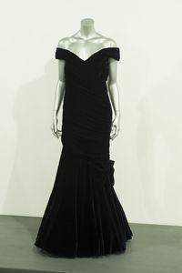 Gaun Putri Diana yang dipakai saat berdansa dengan John Travolta.