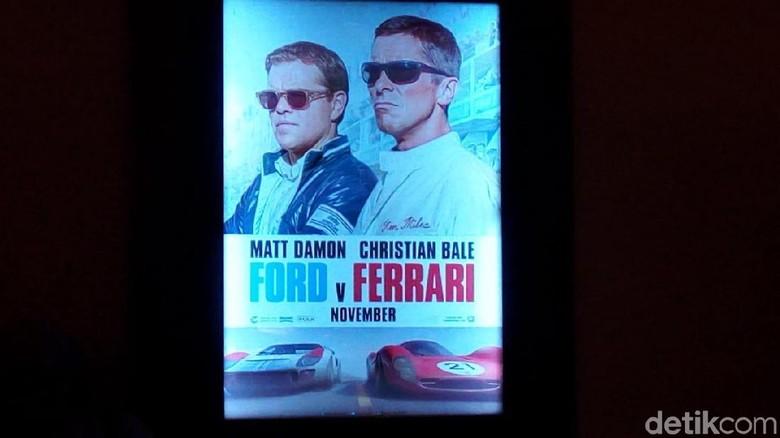 Poster film Ford v Ferrari di Plaza Senayan, Jakarta Foto: Dadan Kuswaraharja