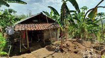 Kisah Keluarga di Sukabumi Ngungsi ke Gubuk Tepi Bukit karena Rentenir