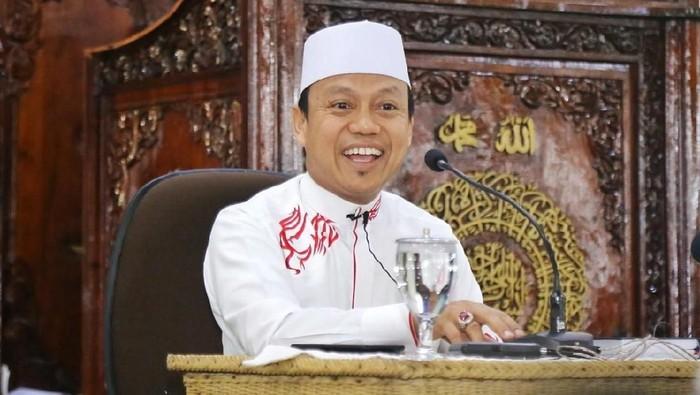 Video ceramah Ustaz Dasad Latif yang berjudul Panitia Hari Kiamat menjadi viral di media sosial. Sang ustaz diketahui berasal dari Sulawesi Selatan.