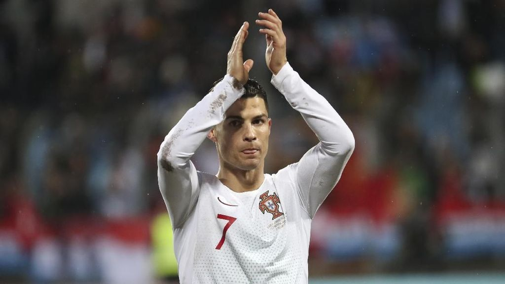 Gol Ronaldo di Timnas Portugal: 97...98...99!