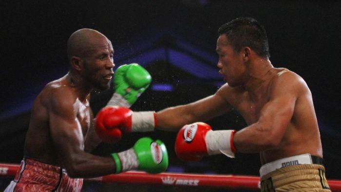 Daud Yordan menang TKO atas Michael Mokoena. (Foto: Ari Bowo Sucipto/ANTARA FOTO)