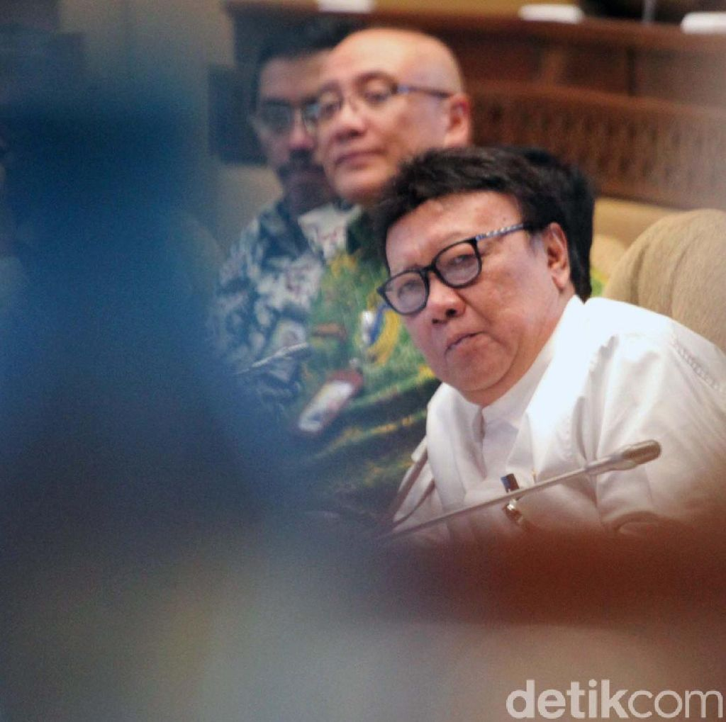 Tjahjo Jawab Alasan Jokowi Tunjuk Menpan-RB dari PDIP