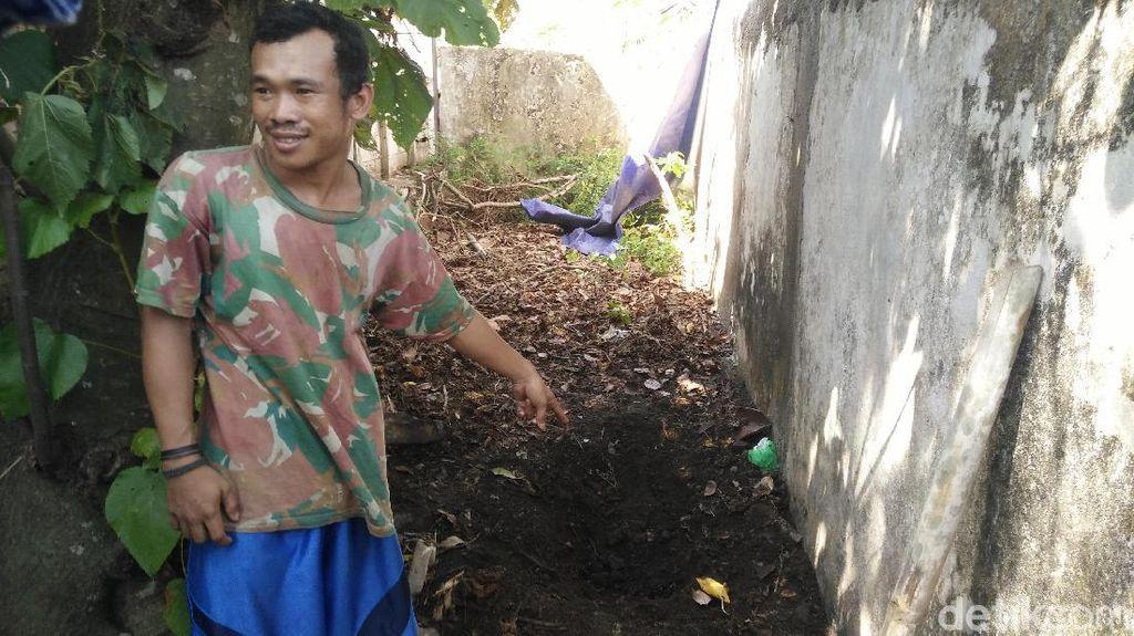 Mayat Remaja Terkubur di Pekarangan Rumah, Jasad Terbungkus Plastik