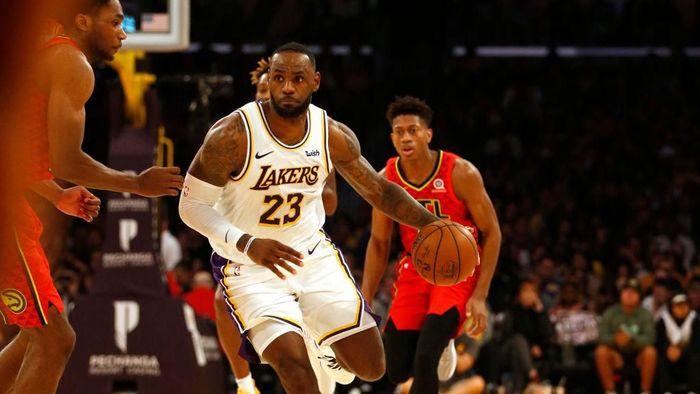 LeBron James tampil gemilang untuk mengantarkan LA Lakers menang atas Atlanta Hawks (Foto: Katharine Lotze/Getty Images)