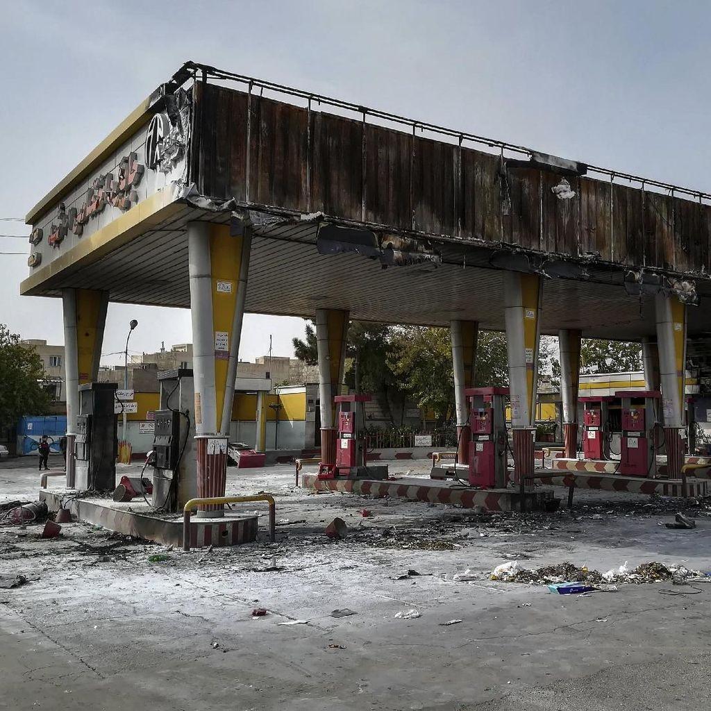 Aksi Demo Tolak Kenaikan Harga BBM di Iran Meluas ke 100 Kota