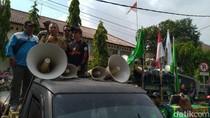 Kadisnaker Kabupaten Bogor Temui Massa Demo, Yakinkan soal UMK 2020