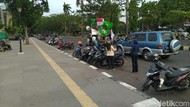 Usai Audiensi Kadisnaker, Massa Buruh Demo di Kantor Bupati Bogor Bubar