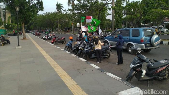 Massa buruh yang berdemo di depan kantor Bupati Bogor membubarkan diri setelah bertemu Kadisnaker. (Sachril/detikcom)