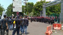 Buruh Demo Tuntut Kenaikan UMK 2020 di Depan Kantor Bupati Bogor