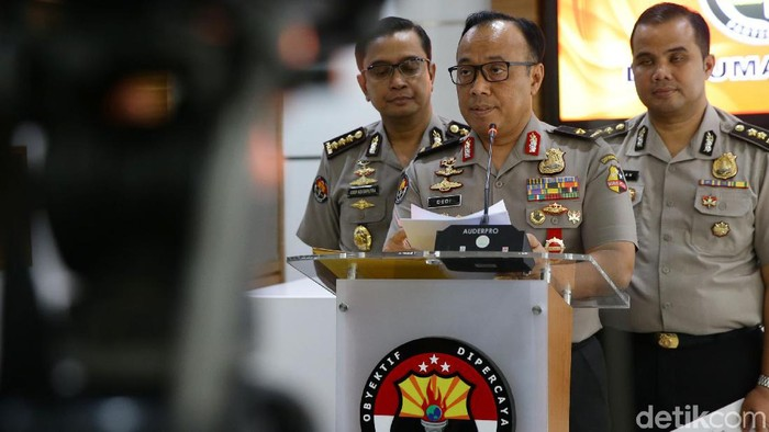 Polisi menetapkan 46 tersangka terorisme pasca-aksi bom bunuh diri di Mapolresta Medan/Foto: Grandyos Zafna