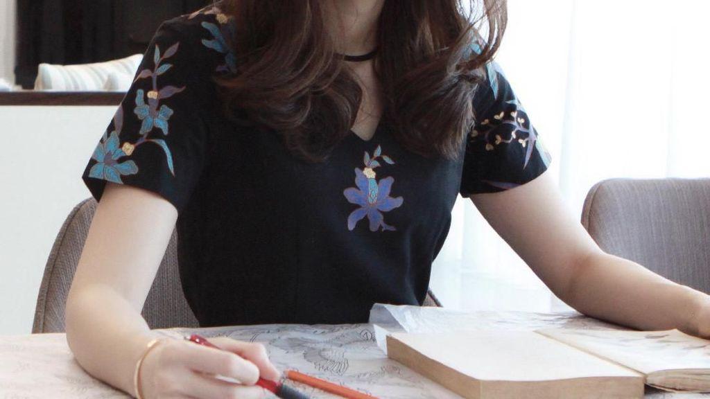 Di Balik Indahnya Batik Obate Ada Tangan Kreatif Gadis Cantik Ini