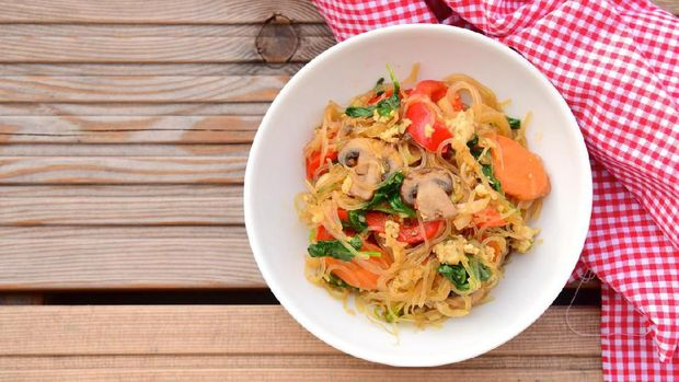 Bihun Goreng, Indonesian fried rice noodles with vegetables