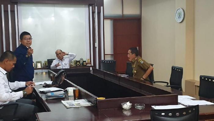 Foto: Kepala Bapenda Bekasi Dipanggil Komisi III DPRD Bekasi (Isal/detikcom)