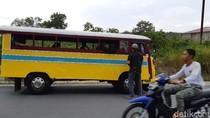 Bus Kayu Masih Jadi Andalan Transportasi di Perbatasan RI Ini