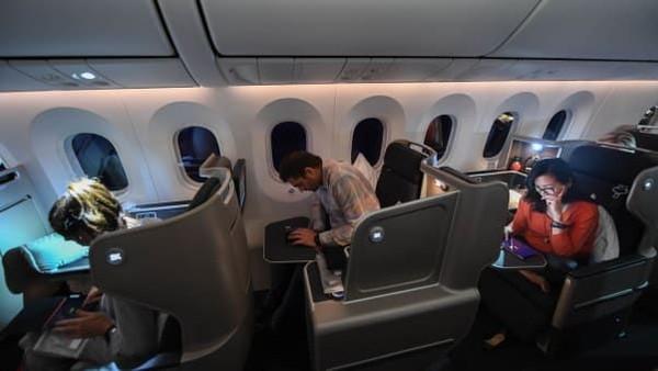 Para ilmuwan mengumpulkan data tentang kesehatan penumpang dan awak kabinnya. Data dari eksperimen Project Sunrise ini diharap bisa meyakinkan regulator penerbangan Australia untuk memungkinkannya mengoperasikan penerbangan jarak jauh dengan durasi lebih dari 22 jam lebih pada rute ini dan rute lainnya (Foto: Qantas/CNN)