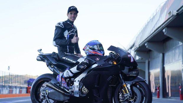 Alex Marquez di atas motor barunya