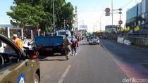 PKL di Jalan Pasar Senen Masih Jualan Jelang Relokasi, Satpol PP Berjaga