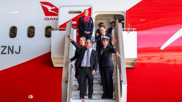 Tidak semua setuju penerbangan ini adalah yang terpanjang karena masih belum ada tiketnya.Jarak yang dilewati memang 17.800 kilometer dengan waktu tempuh terlama, 19 jam 19 menit. Pemegang rekor saat ini adalah layanan SQ32 Singapore Airline dari Singapura ke New York (Foto: Qantas/CNN)