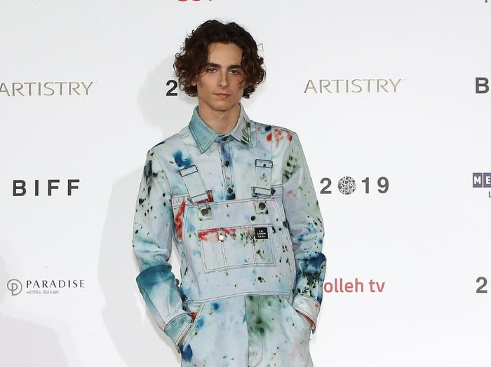 VENICE, ITALY - SEPTEMBER 02:  Timothée Chalamet attends The King red carpet during the 76th Venice Film Festival at Sala Grande on September 02, 2019 in Venice, Italy. (Photo by Vittorio Zunino Celotto/Getty Images)
