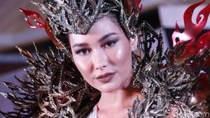 Foto: Kostum Nasional Frederika Cull di Miss Universe 2019, Bobotnya 10 Kg