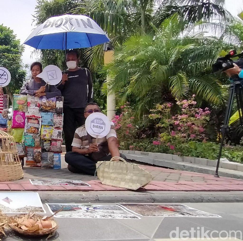 Belasan Aktivis Lingkungan Minta Khofifah Tindak Pengimpor Sampah Plastik