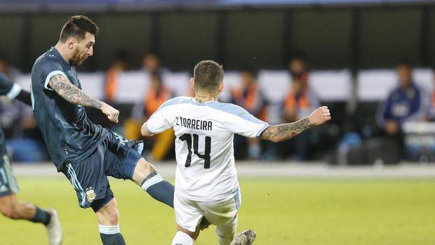 Sebelum bobol gawang Uruguay, Lionel Messi lebih dahulu bobol gawang Brasil.