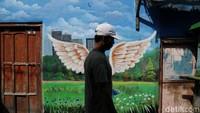 Pembuatan mural di kawasan ini memang bertujuan untuk memperindah kawasan permukiman padat penduduk tersebut.