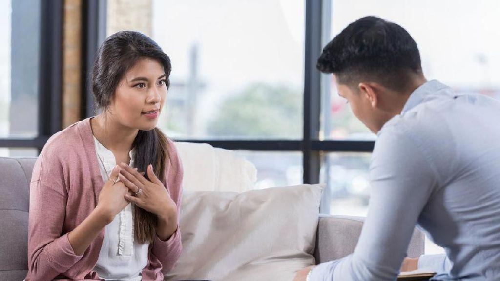 Saat Suami Gajinya Lebih Kecil dari Istri, 3 Hal Ini Bisa Bikin Emosi
