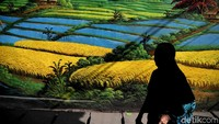 Keberadaan mural berbagai tema di kawasan Jakarta Utara ini pun menjadi pilihan bagi para anak muda yang gemar berburu spot foto menarik yang instagramable.