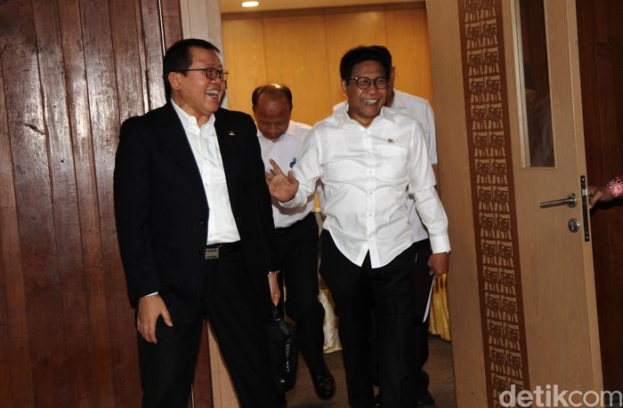 Abdul Halim Iskandar tiba di gedung DPR untuk menggelar rapat kerja dengan Komisi V, Selasa (19/11/2019).