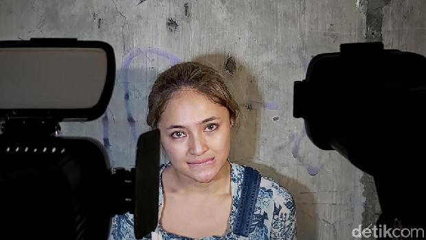 Karen 'Idol' Jumpa Pers, Tuding Marshanda Selingkuh dengan Suaminya