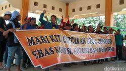 Puluhan Warga di Mojokerto Protes Pengelolaan Dana Desa Tak Transparan