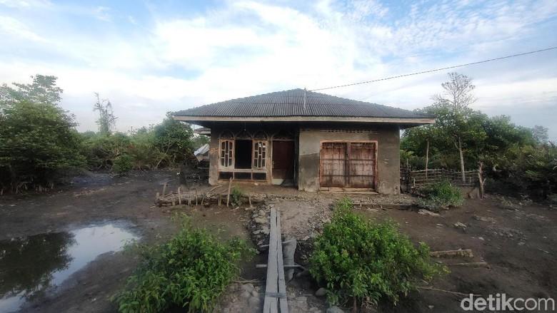 Densus 88 Geledah Rumah Tersangka Teroris di Medan Belawan