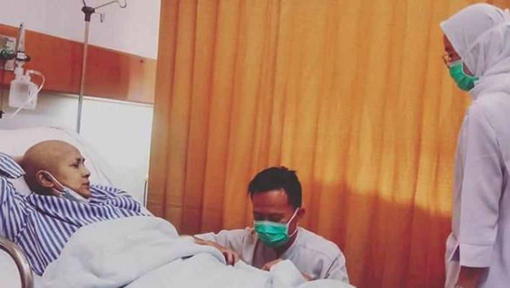 Ini Penampakan Ria Irawan yang Terbaring di Rumah Sakit