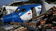 Potret Tumpukan Bangkai Pesawat di Pesisir Jakarta Utara