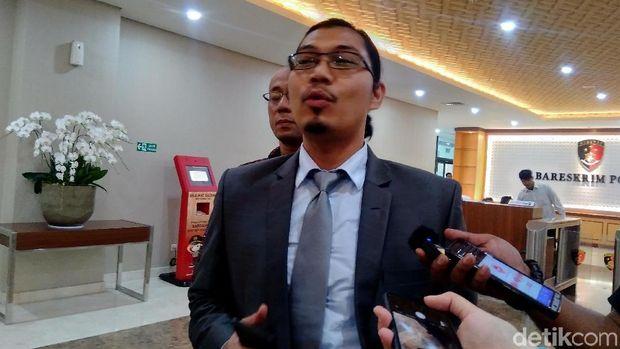 Kuasa Hukum FPMB, Dedi Junaedi, melaporkan Sukmawati Soekarnoputri ke Bareskrim atas dugaan penodaan agama