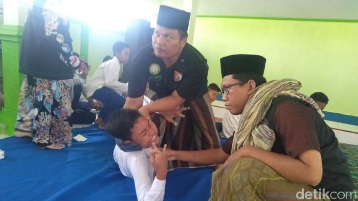 Puluhan siswa SMP di Jombang kesurupan. Foto: Enggran Eko Budianto