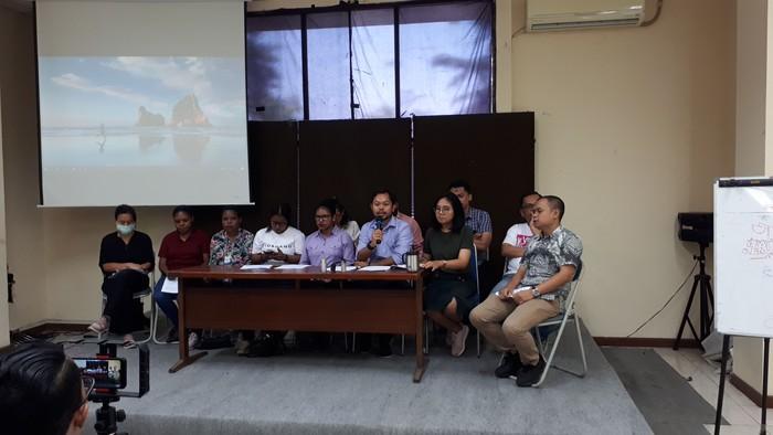 Foto: Konferensi pers pengacara tersangka pengibar bendera bintang kejora (Faiq Hidayat-detikcom)