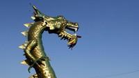 Patung tersebut menggambarkan hubungan kerajaan kesultanan Buton dengan kerajaan Tiongkok di masa silam.