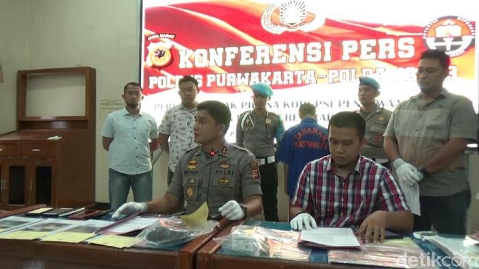 Kades di Purwakarta ditangkap terkait kasus dugaan korupsi sewa lahan proyek kereta cepat. (Dian Firmansyah/detikcom)